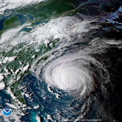 (NOAA via AP). Esta imagen satelital cortesía de la NOAA muestra al Huracán Florence frente a la costa este de Estados Unidos el miércoles 12 de septiembre de 2018.